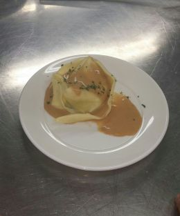 Raviolo di crostacei in bisque